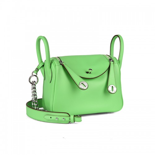 22CCLD Lindy Hobo Bag Flat Grain Classic Apple Green Silver Buckle