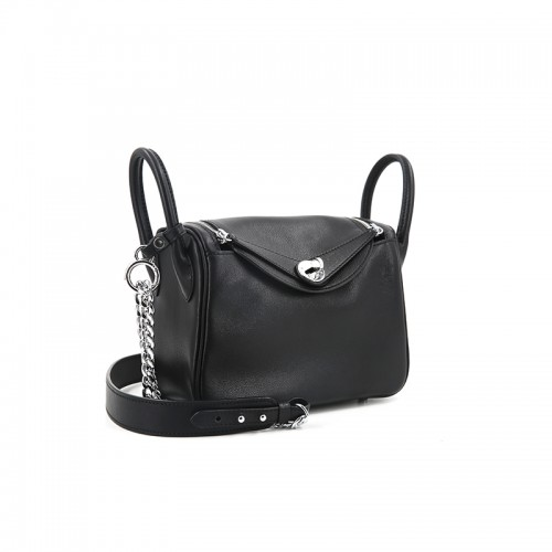 22CCLD Lindy Hobo Bag Flat Grain Classic Black Silver Buckle